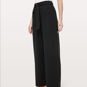 Lululemon noir wide leg pants